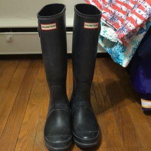 Size 6 hunter rain boots black matte